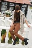 Portrait de mode de mode de vie d'automne de jeune femme élégante de hippie, équipement à la mode mignon de port Photographie stock libre de droits