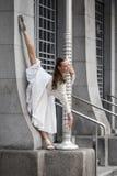 Portrait de mode de vie d'une jeune femme élégante photographie stock libre de droits