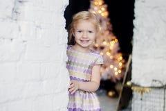 Portrait de Noël d'une petite fille Photo libre de droits