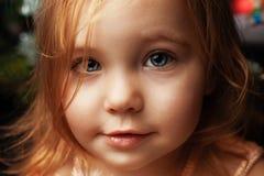 Portrait de Noël de fille d'enfant image libre de droits