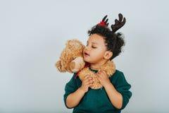 Portrait de Noël de garçon adorable d'enfant en bas âge Photo stock