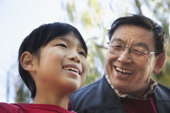 Portrait de pêche de grand-père et de petit-fils Photos libres de droits
