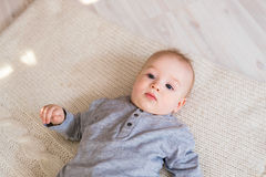 Portrait de petit bébé garçon mignon Photo libre de droits