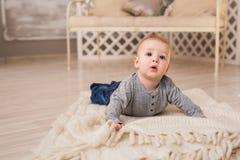 Portrait de petit bébé garçon mignon Images libres de droits