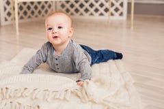 Portrait de petit bébé garçon mignon Photographie stock libre de droits