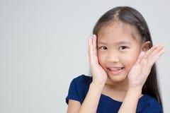 Portrait de petit enfant asiatique heureux photographie stock libre de droits