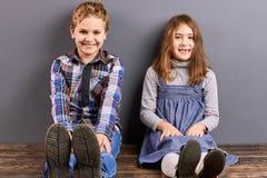 Portrait de petit frère et de soeur de sourire Photos libres de droits
