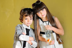 Portrait de petit garçon et de fille élégants Photo libre de droits