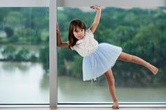 Portrait de petite ballerine mignonne Photos stock