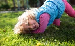 Portrait de petite fille blonde mignonne Photos libres de droits