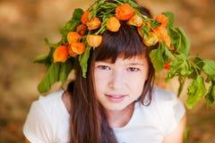 Portrait de petite fille en parc d'automne Photographie stock
