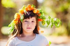 Portrait de petite fille en parc d'automne Photographie stock libre de droits