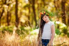 Portrait de petite fille en parc d'automne Image libre de droits
