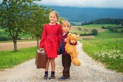 Portrait de petits enfants mignons Photo libre de droits