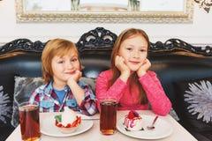 Portrait de petits enfants mignons Images stock