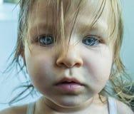 Portrait de peu de fille d'oeil bleu Images stock