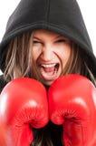 Portrait de plan rapproché d'un combattant de femme criant Image stock