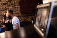 Portrait de plan rapproché de beaux jeunes couples Photographie stock libre de droits