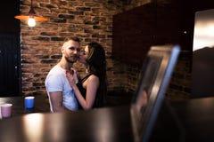 Portrait de plan rapproché de beaux jeunes couples Image libre de droits