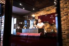 Portrait de plan rapproché de beaux jeunes couples Images libres de droits
