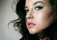 Portrait de plan rapproché de belle brune. Image libre de droits
