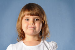 Portrait de plan rapproché de deux ans de fille Images libres de droits