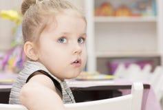 Portrait de plan rapproché de quatre ans de fille Image stock