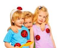 Trois enfants mignons blonds Images stock