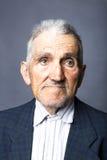 Portrait de plan rapproché de vieil homme expressif Photos libres de droits