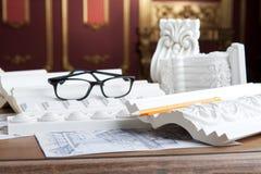 Portrait de plan rapproché des lunettes, crayon jaune, Image stock