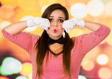 Portrait de plan rapproché du pantomime femelle de clown exprimant la tristesse photo libre de droits