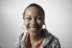 Portrait de plan rapproché du sourire de femme image stock