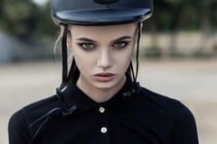 Portrait de plan rapproché de jockey modèle beau avec le maquillage parfait images libres de droits