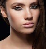 Portrait de plan rapproché de jeune femme sensuelle Image stock