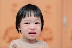 Portrait de pleurer mignon de petite fille photo stock