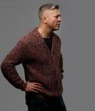Portrait de profil de mi homme fâché d'âge Images libres de droits