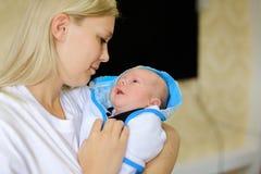 Portrait de profil de photo de portrait de femme et d'enfant Prises de maman dessus Photographie stock