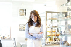 Portrait de propriétaire de boutique de boulangerie Photos stock