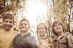 Portrait de quatre enfants en parc Photographie stock libre de droits