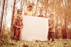 Portrait de quatre enfants en parc Image libre de droits