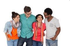 Portrait de quatre jeunes amis heureux Photos stock