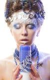 Portrait de reine d'hiver avec le maquillage artistique D'isolement sur le petit morceau Images stock