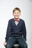 Portrait de rire mignon de sourire de garçon de jeunes Photographie stock