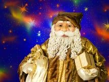 Portrait de Santa Claus heureuse et de grand sac avec des cadeaux Images stock