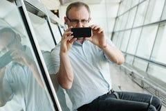 Portrait de Selfie d'un homme bel de 35 années Photographie stock libre de droits