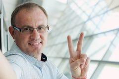 Portrait de Selfie d'un homme bel de 35 années Image libre de droits