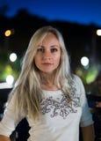 Portrait de soirée de modèle blond Photographie stock libre de droits