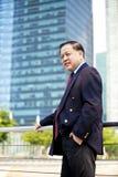 Portrait de sourire d'homme d'affaires asiatique supérieur Photo stock