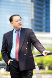 Portrait de sourire d'homme d'affaires asiatique supérieur Image stock