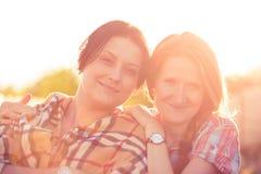 Portrait de sourire de deux filles Photos stock